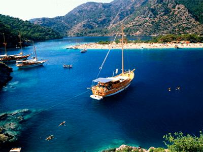 Пятизвздочный курортный спа-отель в Турции расположенный недалеко от собственного пляжа на берегу Средиземного моря